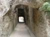 """Il tunnel \""""romano\"""" di Chiaia di Luna con le pareti ad \""""opus reticutatum\"""""""