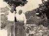 ponza-cala-feola-sottocampo-raffaele-sandolo-con-la-nonna-avellino-maria-moglie-di-emiliano-sandolo-1955