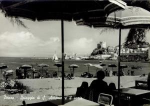 Spiaggia di S. Antonio e il porto. Vecchia cartolina