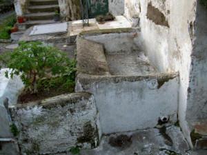 Antico lavatoio in muratura