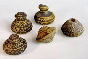 Fusaiole etrusche in vetro del VII secolo a.C.