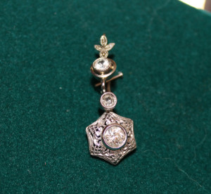 Orecchino in oro bianco e diamanti- 1920 circa