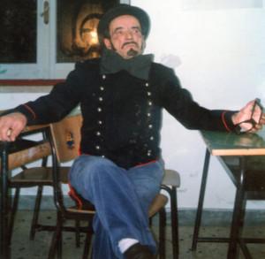 Turill 'u sfizius durante una esibizione teatrale a Ponza
