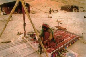 Donna turca che tesse il kilim