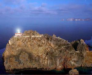 Faro Guardia con Palmarola sullo sfondo