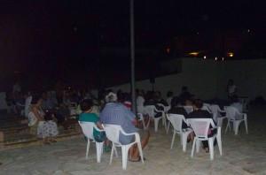 La presentazione nella piazzetta di Calacaparra oscurata per l'occasione