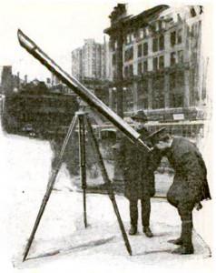 New York 1921. Telescope on street corner sidewalk