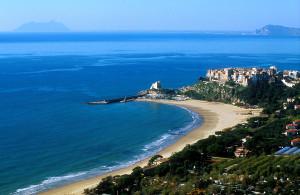Panorama. Sperlonga e spiaggia dell'angolo