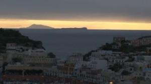 Ventotene e Ischia viste da Ponza