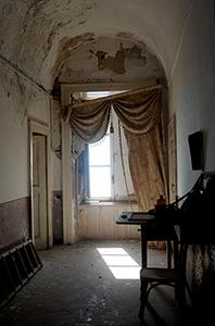 Faro della Guardia - il finestrone sul corridoio del primo piano