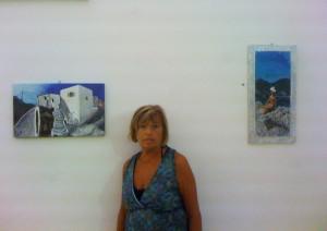 L'Autrice con due delle sue opere