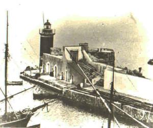 La lanterna della punta del molo. Antica foto copia