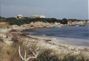 La spiaggia con la Chiesetta di Vignola