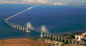Ponte Vasco de Gama. Lisbona
