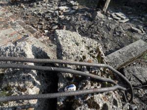 11. Peace travolta dalle rovine di atroci luoghi, fatti saltare dalle SS per cancellare le tracce no 11