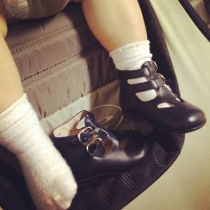 Le scarpe sotto al lettino