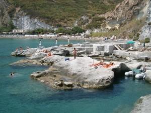 Ponza. Piscine e spiaggia Frontone