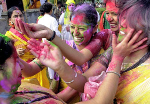 India. Holi. Festa dei colori. Donne