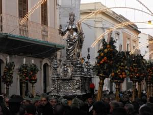 Statua s L