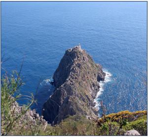 il faro visto da monte Guardia - la schiuma del mare di ponente