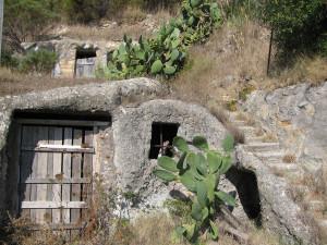 Casa grotta a Frontone.2