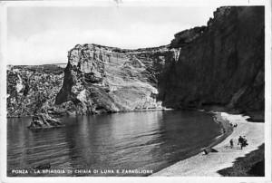 La spiaggia di Chiaia di Luna e il faraglione. Cartolina. 1963