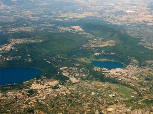 Laghi di Nemi e di Albano (a sin. nella foto)