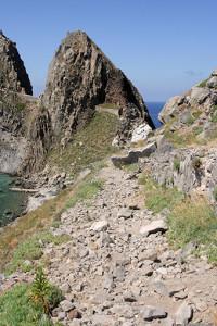 le pietre sulla strada verso il faro