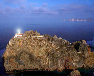 Faro della Guardia con Palmarola sullo sfondo