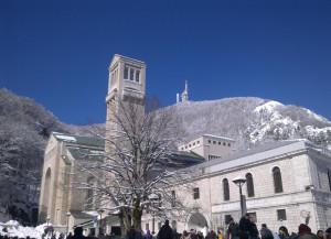 Santuario-di-Montevergine con la neve