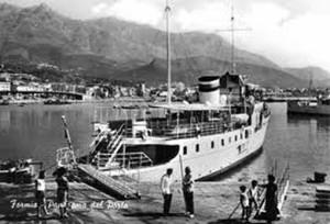 nave nel porto di Formia