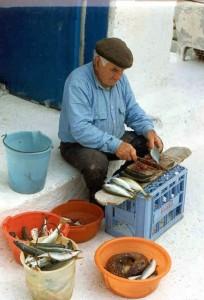7.Costantino pulisce i pesci