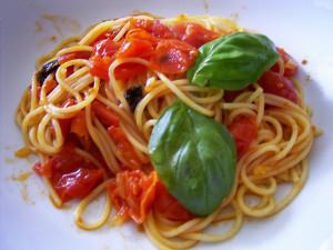 Spaghetti-con-pomodorini e basilico