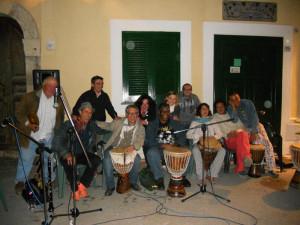 Cristina Marotta con Karl Potter ed altri percussionisti, a Ventotene