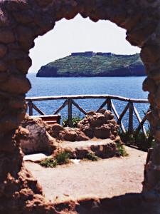 S. Stefano vista da Ventotene