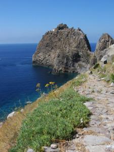 La stradina di accesso al Faro via terra. Small