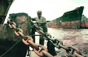 Lavoratore indiano alla demolizione d inavi