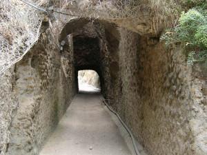 Veduta-recente-del-tunnel-di-Chiaia-di-Luna.