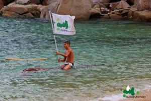 014a Giglio bandiera alla spiaggia delle Caldane