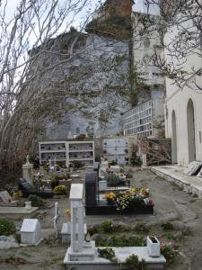 Cimitero. Zona in basso