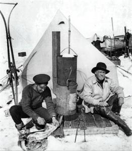 Frank Hurley ed Ernest Shackleton al campo