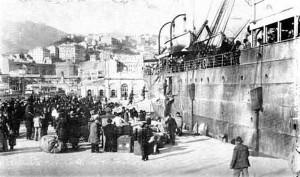 Imbarco di emigranti dal porto di Genova