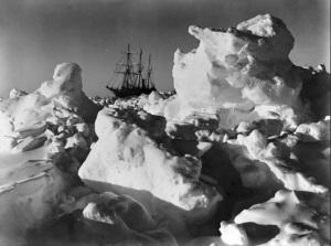L'Endurance intrappolata tra i ghiacci