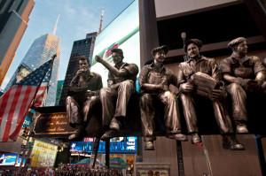 New York. Times Square. Scultura di Sergio Furnari