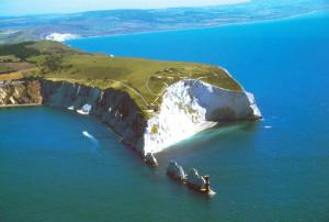 Isle of Wight. Baia con Needle's Lighthouse. Panorama
