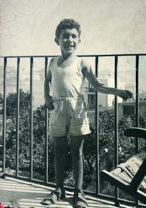 Enzo al balcone della casa di Silverio Serpico sugli  Scotti.