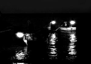 Pesca notturna. Lampare copia