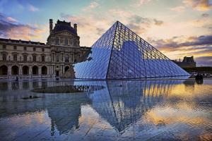 Louvre. Piramide di Ming Pei. 1989