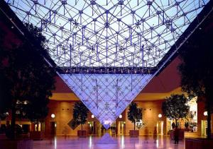Louvre. Piramide inversa