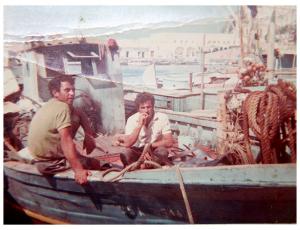 Peppe su un gozzo nel porto di Ponza